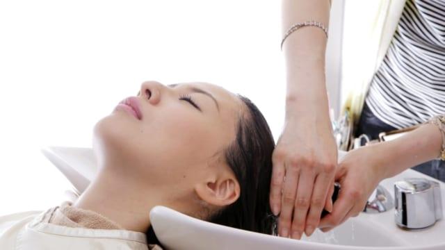 髪の悩みを美容師に質問